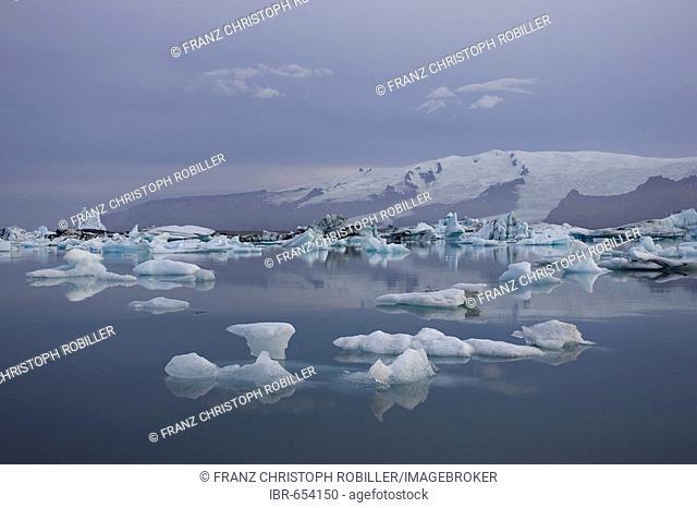 Joekulsarlon glacial lake, Vatnajoekull Glacier, Iceland, Atlantic Ocean