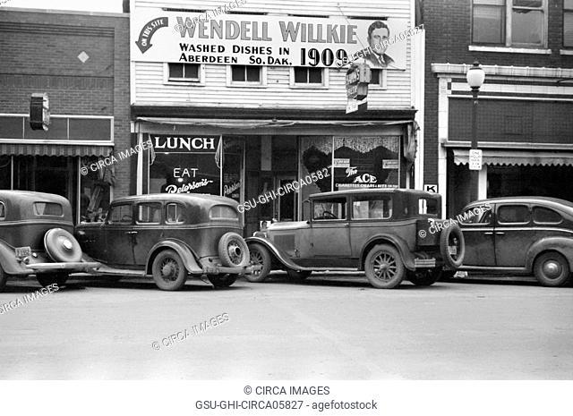 Diner on Main Street, Aberdeen South Dakota, USA, John Vachon, Farm Security Administration, November 1940