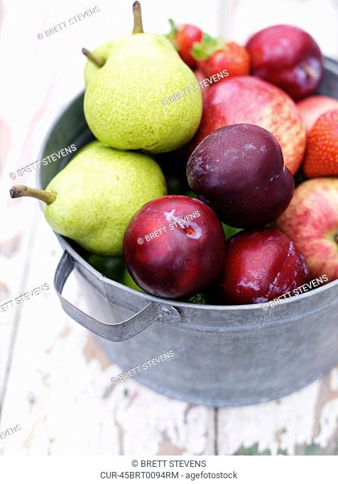 FruitBowl03.jpg, Pears, Strawberry, Plums/Nectarines, Apples