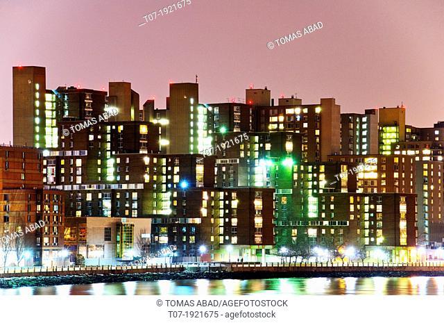 Roosevelt Island and East River, Manhattan, New York City, USA