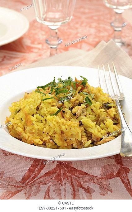 Oven-baked rice with tuna