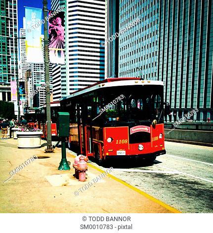 Trolley style tour buses, Chicago, Illinois