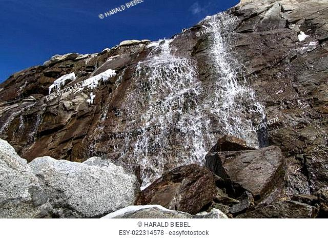 Wasserfall in den südtiroler Bergen