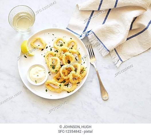 Deep-fried squid rings with dip