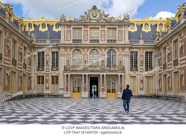 The exterior of the Palace of Versailles