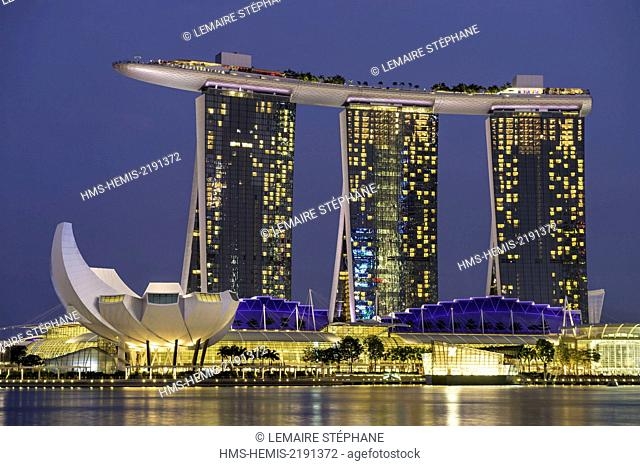 Singapore, Marina Bay, Marina Bay Sands, luxuary hotel opened in 2010 and the Arts and Sciences Museum built like a lotus flower shape by the architect Moshe...