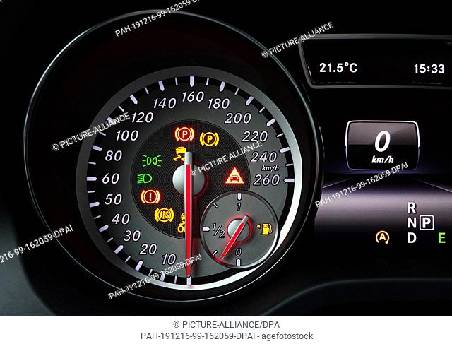 06 June 2019, Berlin: The speed display and other displays in the dashboard of a starting passenger car. Photo: Soeren Stache/dpa-Zentralbild/ZB