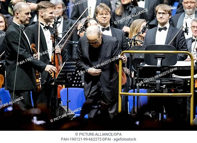 """21 January 2019, Berlin: Composer Ennio Morricone bends at the beginning of his """"""""The Farewell Tour"""""""" at the Mercedes-Benz Arena in Berlin"""