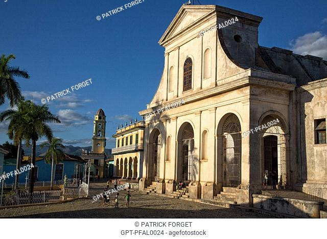 STREET AMBIANCE ON THE PLAZA MAYOR IN FRONT OF THE SANTA ANA CHURCH, TRINIDAD, LISTED AS A WORLD HERITAGE SITE BY UNESCO, CUBA, THE CARIBBEAN
