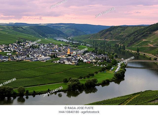 Germany, Europe, Trittenheim, Moselle River, river Mosel, Rhineland-Palatinate, village, July 2007, Europe, landscape