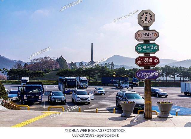 Bus rest station at Seoul-Jinhae highway, Korea