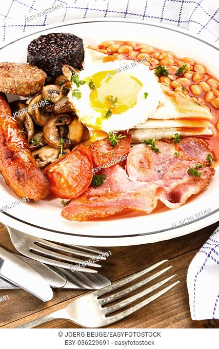 ulster fry, traditional for northern ireland, with potato bread, sausage, bkack and white pudding, fried egg, baked beans, bacon