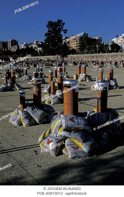 Valencia, preparations for the fireworks in the Turia park