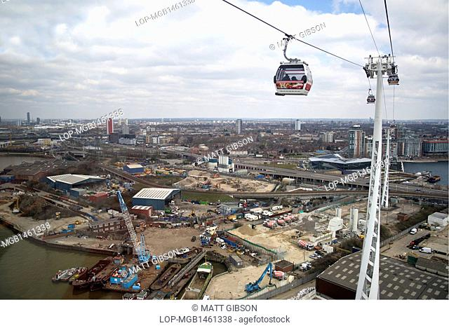 England, London, Greenwich. Emirates Air Line crossing the River Thames in East London