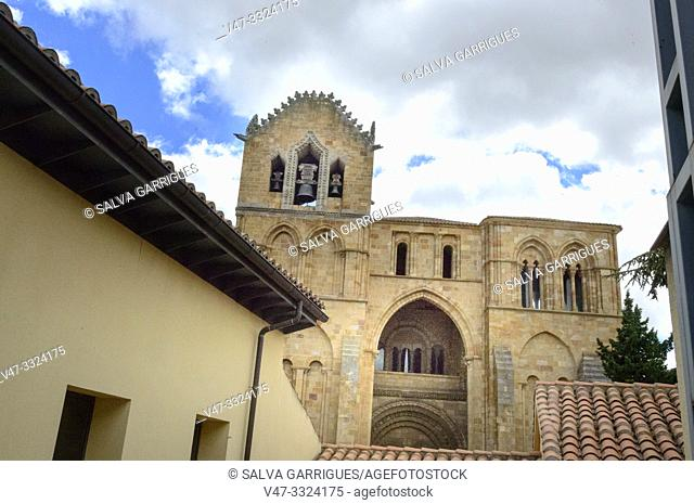Outside the walls, the basilica of San Vicente, rises, very conditioned by the orography, in the place where the tradition points were martyred and buried...