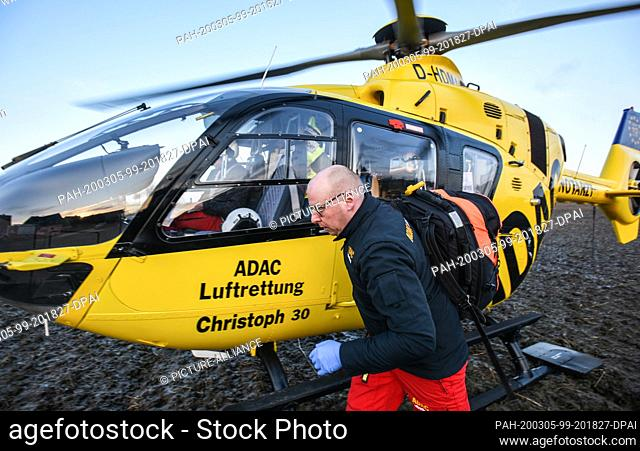02 March 2020, Lower Saxony, Wolfenbüttel: During an operation, emergency paramedic Martin Losse, after landing from the rescue helicopter Christoph 30 of the...