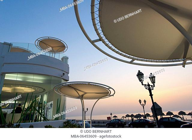 Arabia, Arabian peninsula, Sultanate of Oman, Muscat, Qurum, 'Liebesstrasse' Ash Shati Street, Japengo cafe