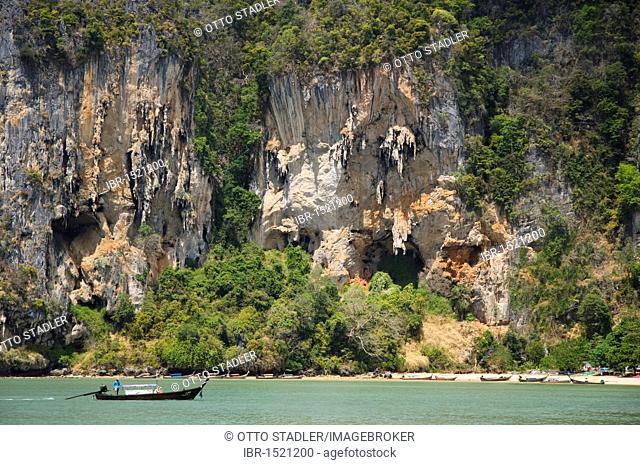 Long-tail boats, limestone cliffs, Ton Sai Beach, Krabi, Thailand, Southeast Asia, Asia