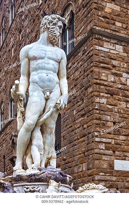 The Fountain of Neptune Sculpture (Fontana del Nettuno) designed by Baccio Bandinelli, Piazza della Signoria, Centro Storico, Firenze, Tuscany, Italy