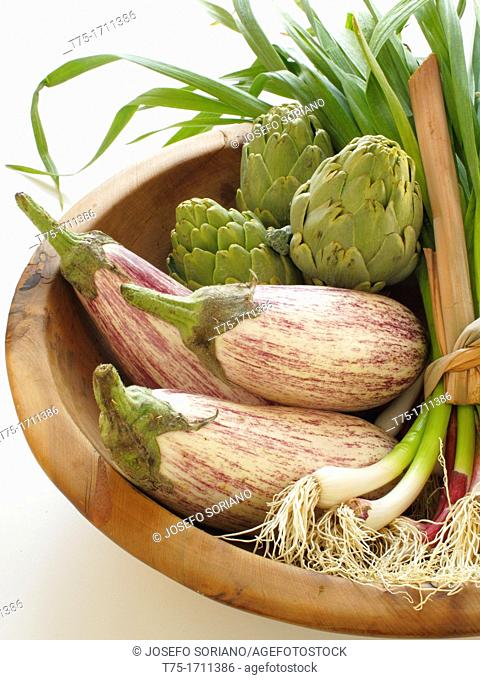 Garlic, artichokes and aubergines