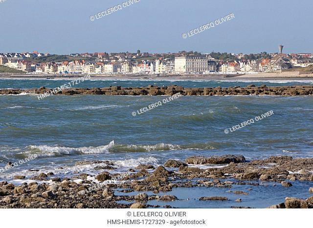 France, Pas de Calais, Cote d'Opale, Wimereux, see wall at high tide