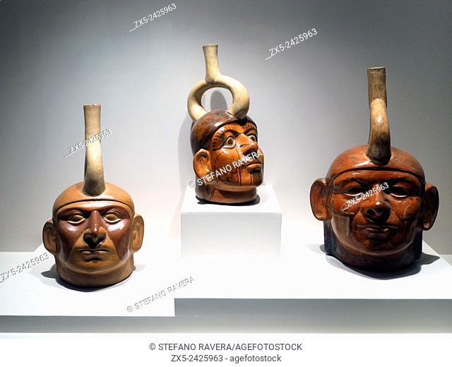 Sculptured bottle - representation of a single individual. Mochica Classic period 1 - 800 AD. Museo de Arte Precolombino, Cusco - Peru