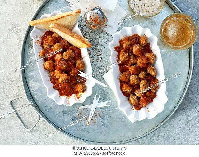Curry meatballs in curry sauce with toast