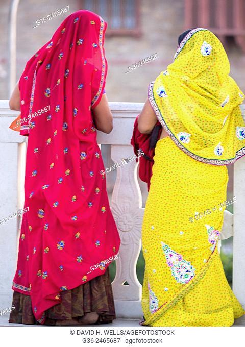 Women in sari, Jaipur, Rajasthan, India