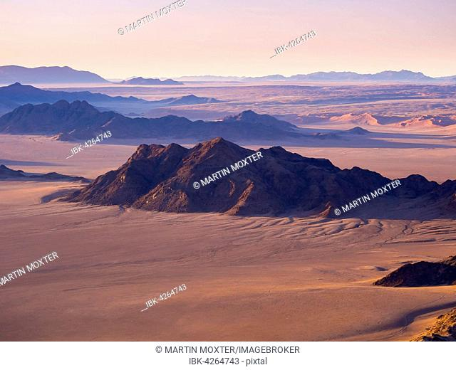 Dawn, Kulala Wilderness Reserve, Namib Desert, Tsaris Mountains, Sossusvlei, Namib-Naukluft National Park, Namibia