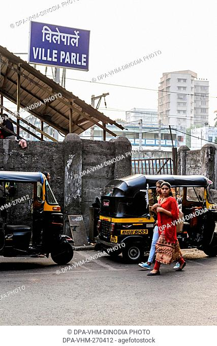 Vile Parle Railway Station, Mumbai, Maharashtra, India, Asia