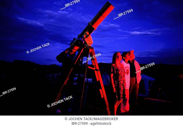 USA, United States of America, Arizona, Sedona: Hobby astronomer at an Astro Festival