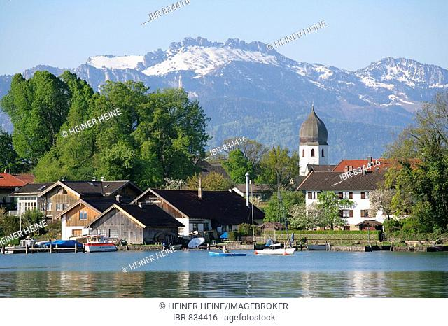 Fraueninsel Island in front of Mount Kampenwand, Lake Chiemsee, Rosenheim district, Upper Bavaria, Germany