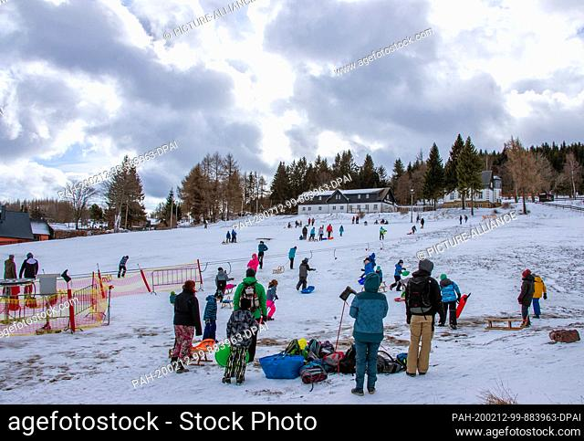 12 February 2020, Saxony, Altenberg: Holidaymakers enjoy themselves on the ski slope in partly sunny weather. A thin layer of snow attracts holidaymakers to the...