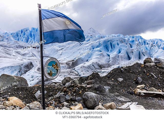 Argentina, Patagonia, Santa Cruz province, Los Glaciares National Park, hikers on the Perito Moreno glacier