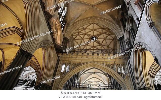 TILT up, LA, interior, view of the crossing behind a stone screen, rotating shot of the rib-vaulted ceiling. The construction of the church began in 1220