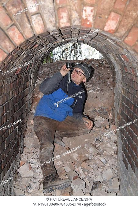 29 January 2019, Brandenburg, Sauen: Lutz Ittermann, deputy chairman of the Mausohrverein e.V., searches the vaults of the old steam brickworks for bats that...