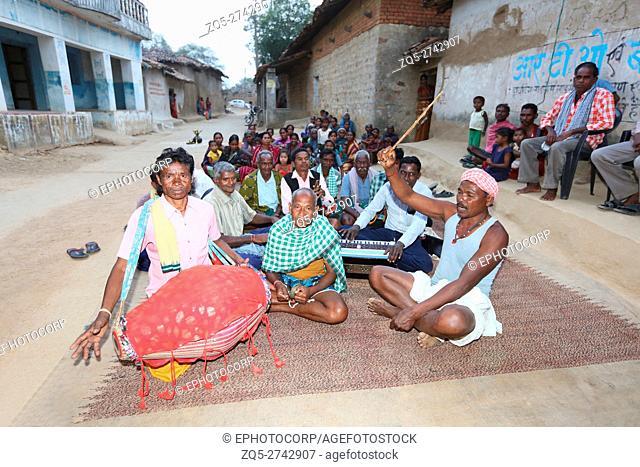 SAWAR TRIBE, Sawar Tribal People singing traditional songs, Akashkhar Village, Saraipali Tehsil, Mahasamund District, Chattisgarh, India