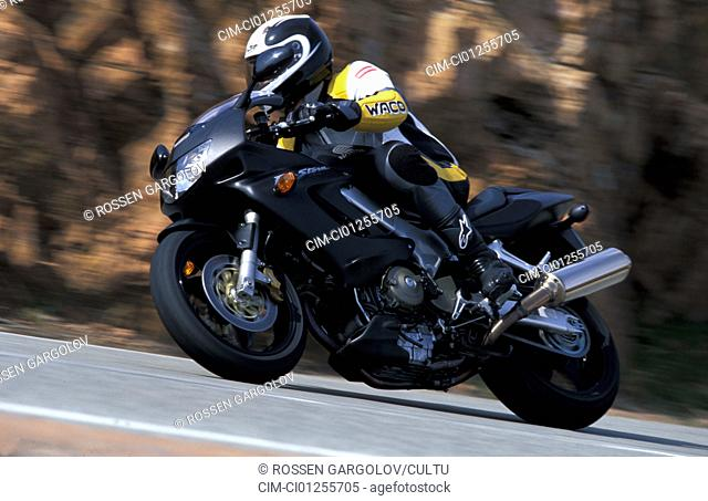 Sports motor cycle, Sporttourer, Honda VTR 1000 F Fire Storm, black, model year 2003, driving, inclined position, Side position, diagonal from the front