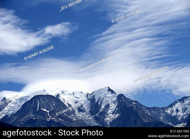 France, Haute Savoie (74), Mont Blanc (4810m left), Aiguille de Bionnassay (4052m right) and clouds