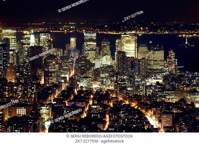 Aerial and night South end of Manhattan, which is precisely where most symbols of the city are concentrated Vista: the Statue of Liberty