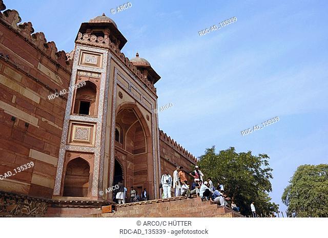 Gate  'Badshabhi Darwaza' Jami Masjid Mosque Fatehpur Sikri Uttar Pradesh India Dargah Mosque built 1569-1585 at the order of emperor Akbar