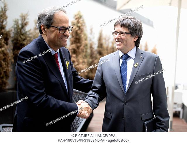 15 May 2018, Berlin, Germany: Catalan regional president Quim Torra (l) and his predecessor Carles Puigdemont shake hands before a press conference