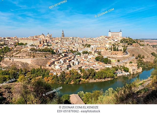 Blick auf die Altstadt von Toledo in Spanien an einem sonnigen Tag