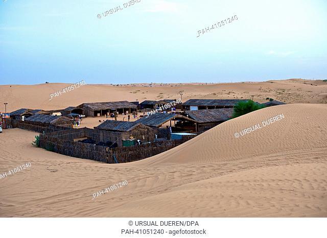 A village is pictured in the desert of Dubai, United Arab Emirates, 19 March 2013. Photo: URSUAL DUEREN | usage worldwide