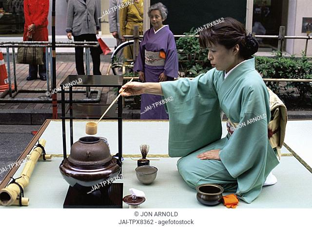 Japan, Tokyo, Ginza, Traditional Tea Ceremony
