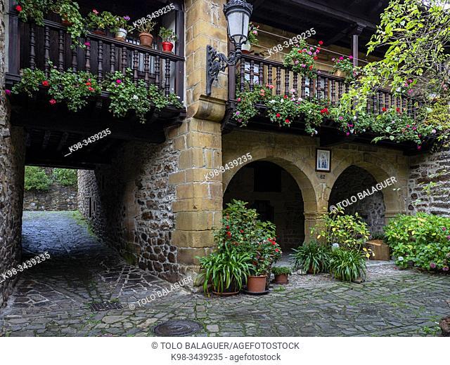 casa montañesa de hábitat rural, Bárcena Mayor, Conjunto Histórico - Artístico, parque natural del Saja-Besaya, Cantabria, Spain