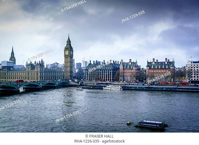 Big Ben (the Elizabeth Tower) and Westminster Bridge on a winter's morning, London, England, United Kingdom, Europe