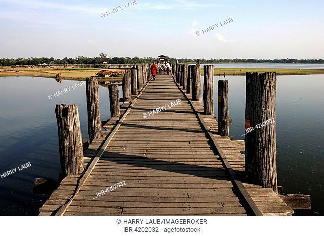 U Bein Bridge and Taungthaman lake, Amarapura, Division Mandalay, Myanmar