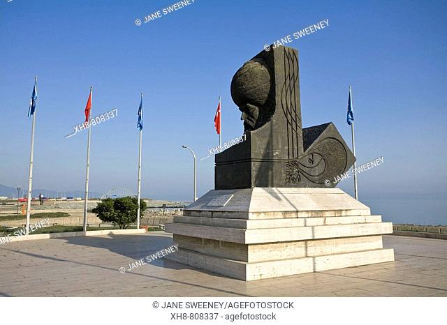 Turkey, Trabzon, Statue in Dostluk park on ocean front