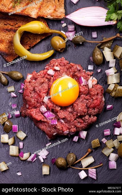 Steak Tartar mit Dekoration